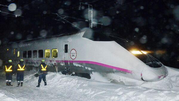 Скоростной поезд, сошедший с рельсов на севере Японии