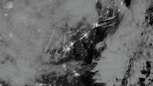 Вид восточного побережья США из космоса в облаках во время урагана Сэнди, архивное фото
