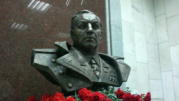 Бюст Покрышкина на станции метро Маршала Покрышкина в Новосибирске