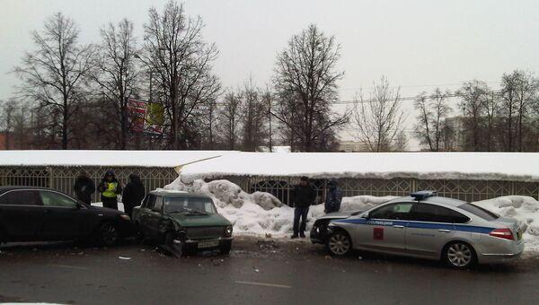 Полицейская машина попала в ДТП на западе Москвы