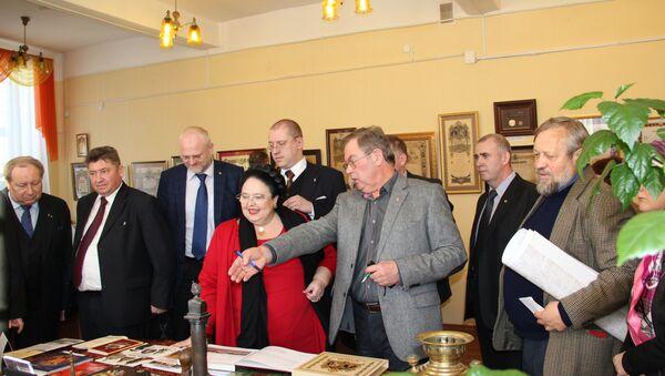 Великая княгиня Мария Владимировна посещает Костромскую научную библиотеку