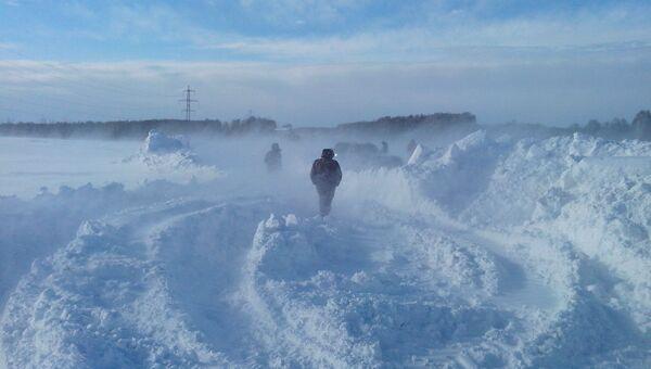 Снежные заторы на трассах в Новосибирской области