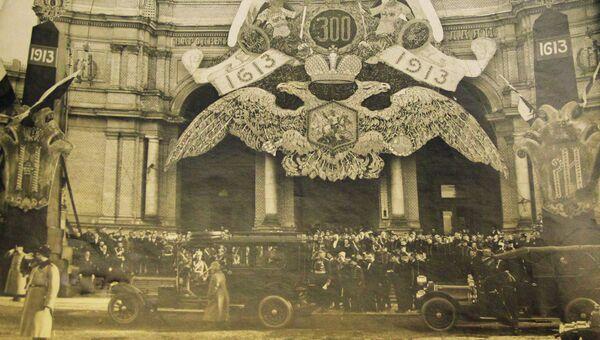 Народный дом в Петербурге в праздничном убранстве