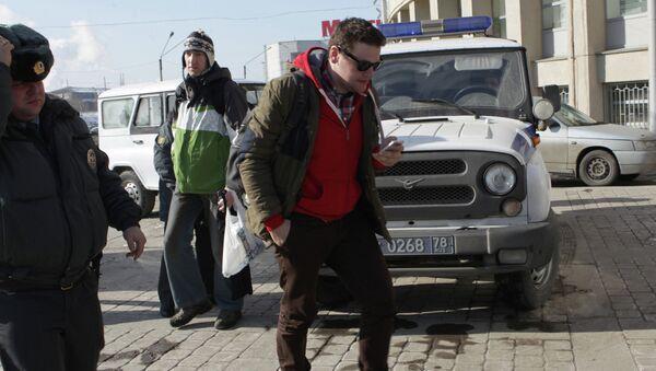 Д.Алешковского доставили в Московский районный суд Петербурга
