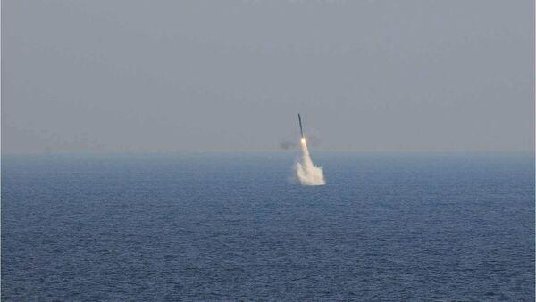 Запуск подводной версии сверхзвуковой крылатой ракеты БраМос. Архивное фото