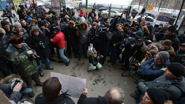 Пикет в поддержку Александры Лотковой на Цветном бульваре