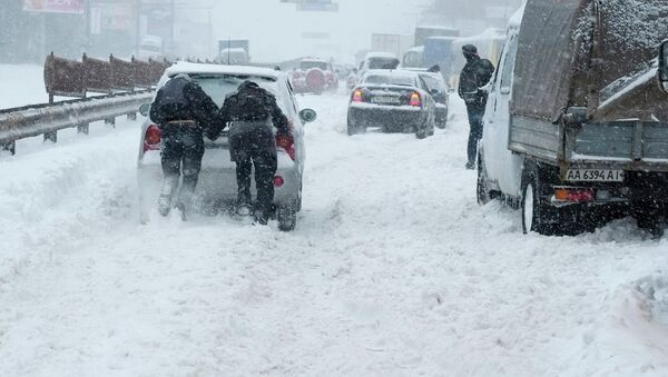 Киев занесло снегом