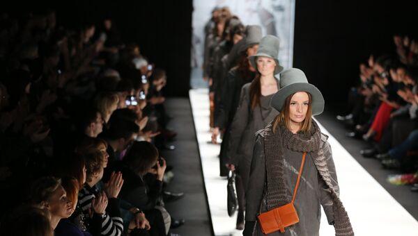 Показ коллекции И. Хакамады в рамках Mercedes-Benz Fashion Week. Архив