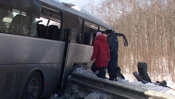 Автобус с детдомовцами попал в ДТП под Вологдой. Кадры с места аварии