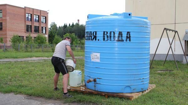 Бочка с водой на случай аварии водопровода в Костроме
