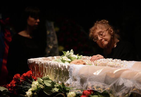 Гражданская панихида по Валерию Золотухину в Театре на Таганке