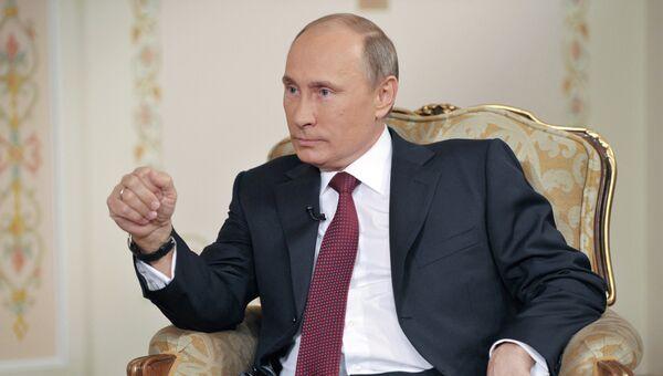 Президент России Владимир Путин во время интервью немецкой телерадиокомпании ARD