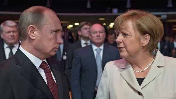Президент России Владимир Путин и канцлер ФРГ Ангела Меркель. Архивное фото