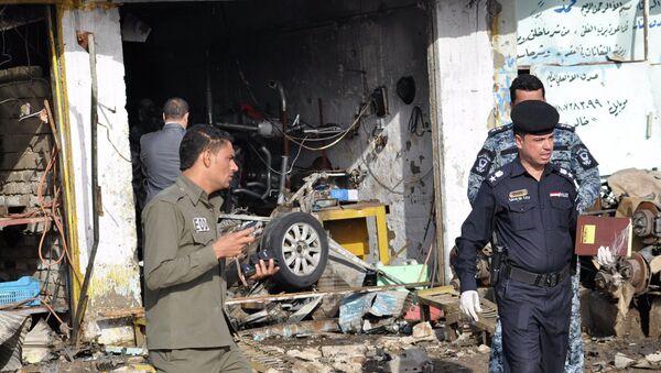 Последствия взрыва автомобиля  в городе Эн-Насирия