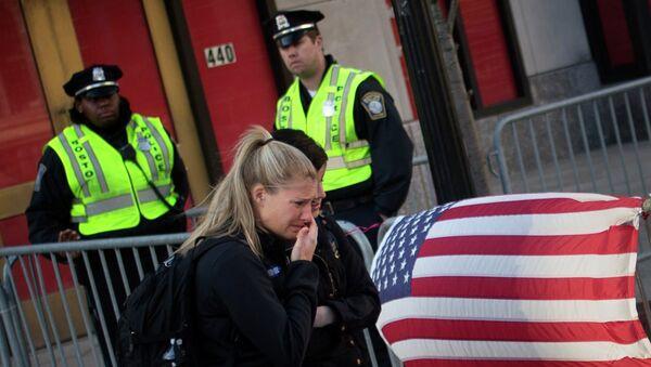 Жители Бостона вспоминают жертв взрывов на марафоне