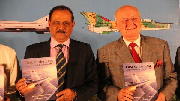 Главкома ВВС Индии Н. А. К. Браун и посол России в Индии Александр Кадакин