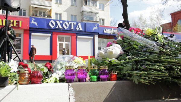 Белгородцы несут к месту трагедии цветы и свечи