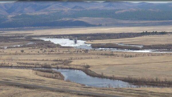 Ликвидация ледового затора на реке Хилок в Бурятии