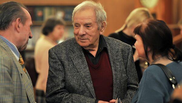 Режиссер Петр Тодоровский (в центре)