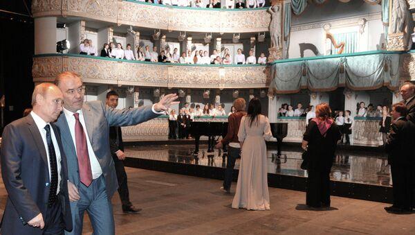 В.Путин осмотрел Новую сцену Мариинского театра