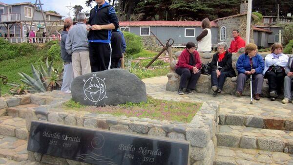 Могила поэта Пабло Неруды