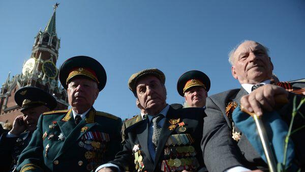 Ветераны на Красной площади перед началом парада, архивное фото