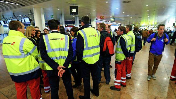 Бессрочную забастовку проводят грузчики компании Swissport в аэропорту Брюсселя