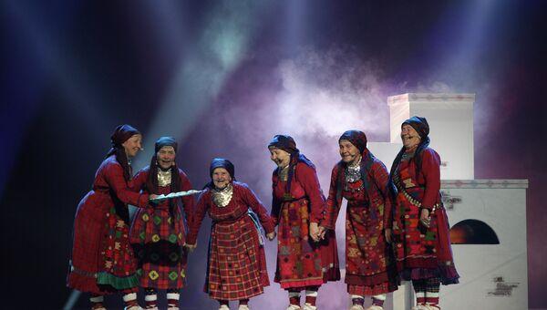 Фольклорный коллектив Бурановские бабушки на генеральной репетиции перед финалом Евровидения 2012, архивное фото