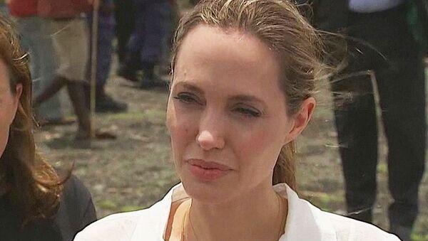 Операция Джоли: почему актриса удалила грудь и призналась в этом