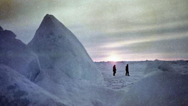 Среди ледяных торосов. Архивное фото