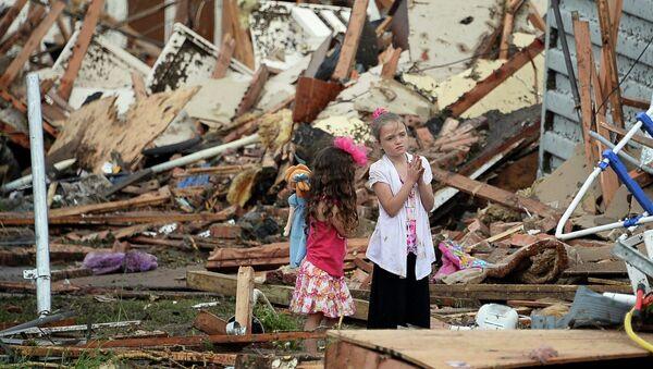 Пострадавшие от торнадо в штате Оклахома, США