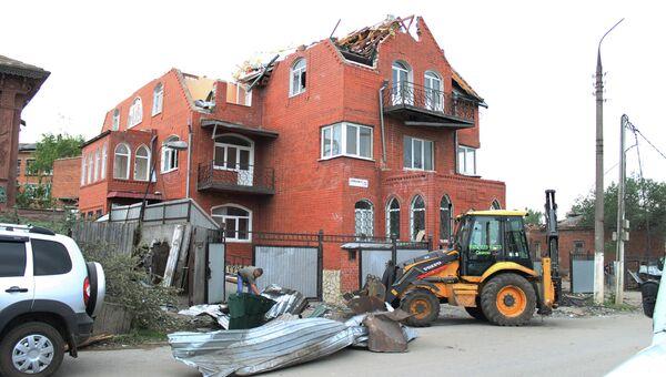 Разрушенное смерчем здание в городе Ефремове Тульской области