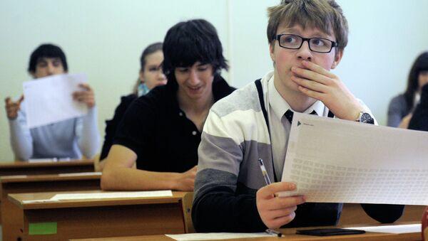 Досрочная сдача ЕГЭ по русскому языку в московской школе № 1254. Архив
