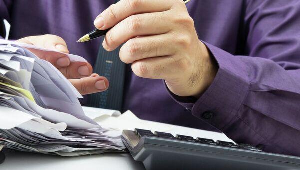 Работа с финансами. Архивное фото