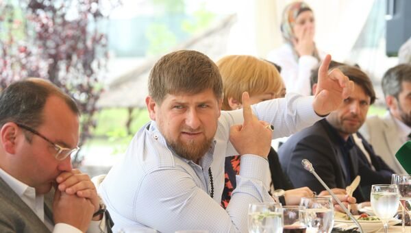 Глава Чечни Рамзан Кадыров во время встречи с руководителями ведущих СМИ России