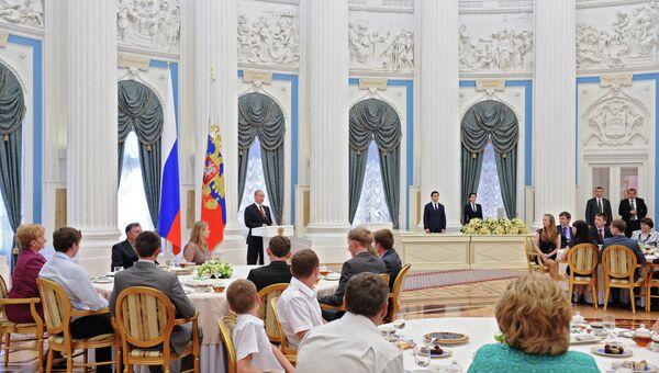 Владимир Путин на церемонии вручения ордена Родительская слава. Архивное фото