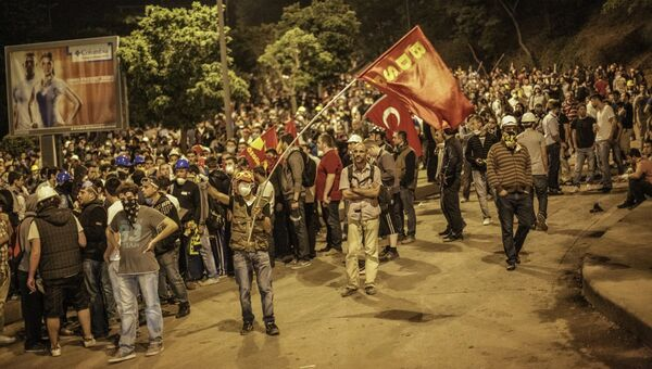 Столкновения протестующих и полиции в Турции