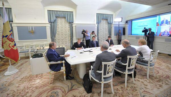 В.Путин провел совещание по вопросам школьного образования