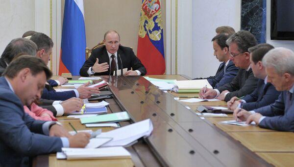В.Путин проводит совещание в Кремле