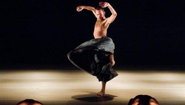 Спектакль If At All (Если это вообще имеет место) в постановке израильского коллектива Киббуц