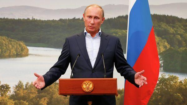 Президент России Владимир Путин выступает в рамках саммита G8