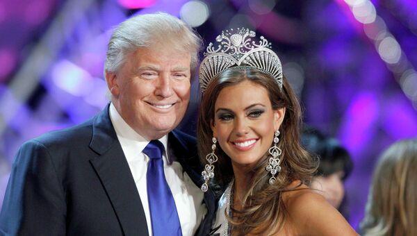 Владельец конкурса Мисс Вселенная Дональд Трамп и победительница конкурса Мисс США Эрин Брейди