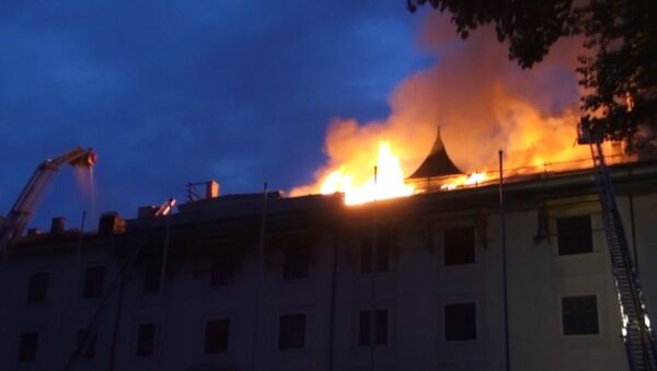 Пожар вспыхнул в резиденции президента Латвии. Кадры с места ЧП