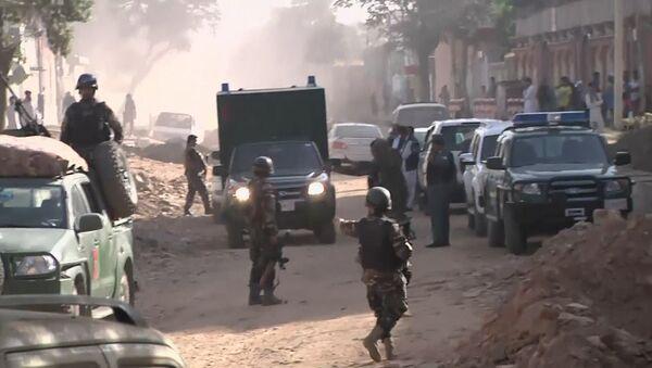 Дым окутал центр Кабула после атаки талибов на президентский дворец