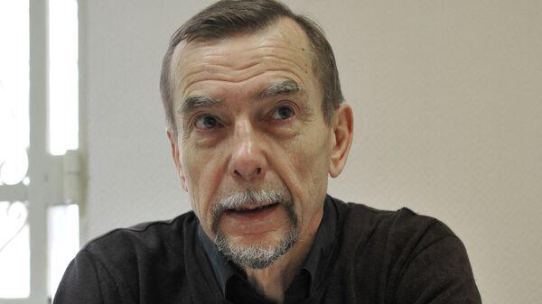 Лидер движения За права человека Лев Пономарев в Замоскворецком суде Москвы. Архив