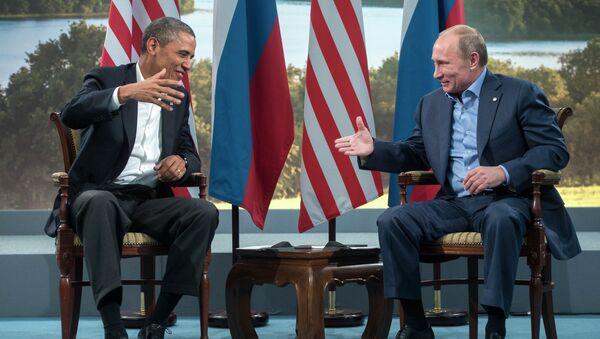 Президент России Владимир Путин (справа) и президент США Барак Обама, архивное фото
