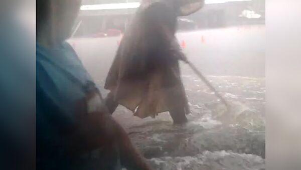 Грозовой удар по Москве, или Как ливень затопил площадку байкеров