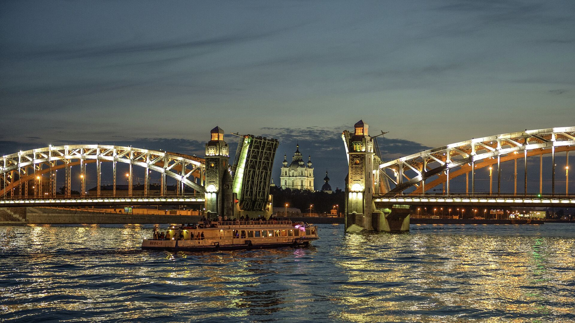 Разводка моста Петра Великого в Санкт-Петербурге - РИА Новости, 1920, 05.04.2021