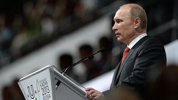Президент России Владимир Путин выступает на церемонии открытия XXVII Всемирной летней Универсиады 2013 на стадионе Казань Арена в Казани.