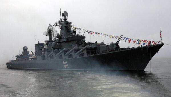 Крейсер Варяг во время подготовки ко Дню ВМФ. Архивное фото